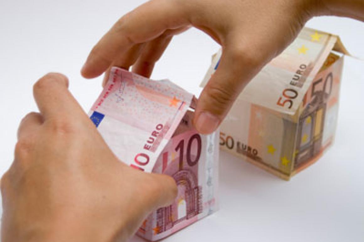 Handen bouwen aan eurohuisje