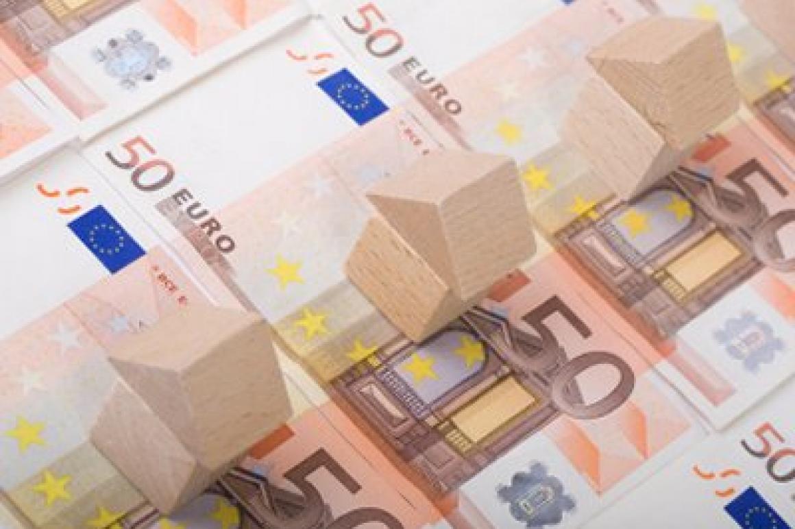 Huisjes op 50-eurobiljetten.