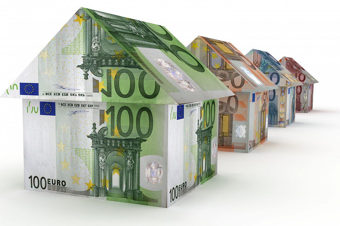 Huisjes gemaakt van eurobiljetten