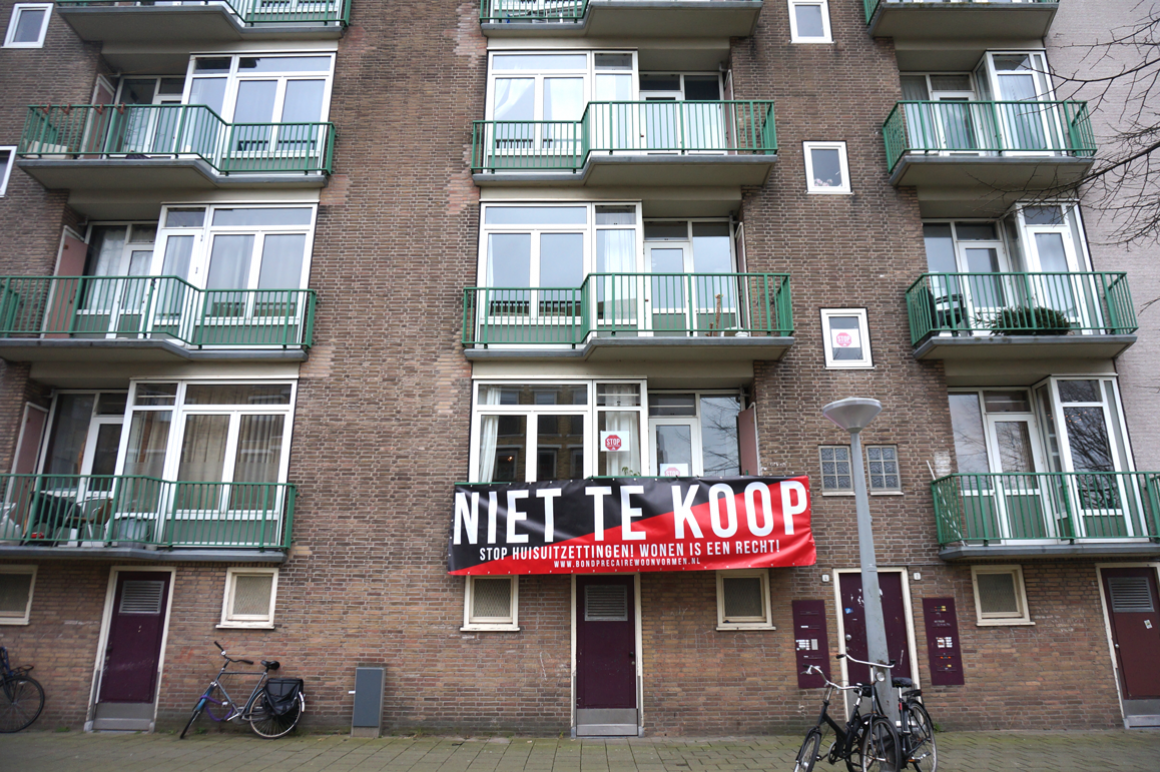Protestspandoek tegen tijdelijke huurcontracten. Amsterdam, Kolenkitbuurt (Bos en Lommer), februari 2016