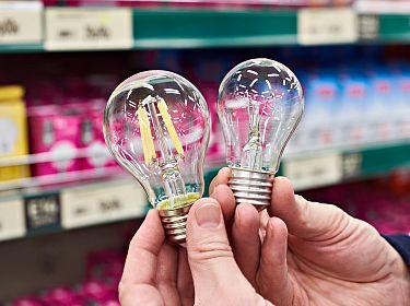 Een led-lamp en gloeilamp