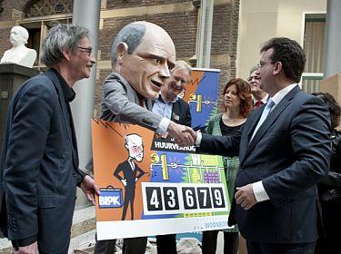 Aanbieding petitie Blokkeer de huurverhoging
