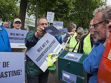 Actievoerders in actie tegen de verhuurderheffing