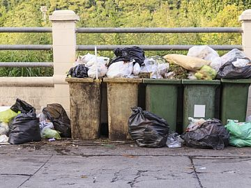 Overvolle vuilnisbakken