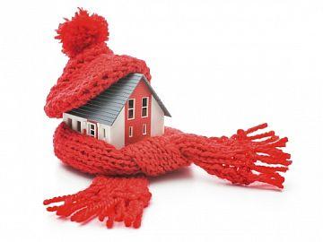 Huisje met muts op en sjaal om