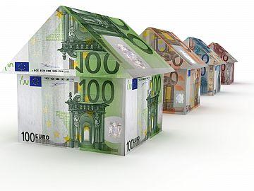 Huisjes van eurobiljetten