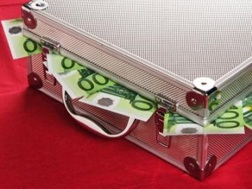 Koffer met 100-eurobiljetten