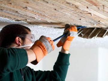 Groot onderhoud aan plafond