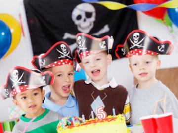 Kinderen verkleed als piraat