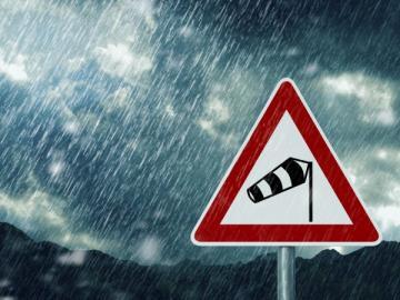 Waarschuwingsbord voor stormachtig weer